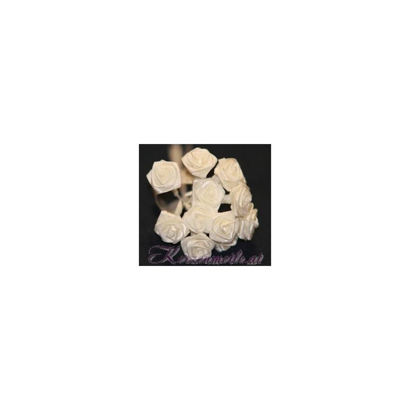 Satinröschen creme Gaesteanstecker selber basteln